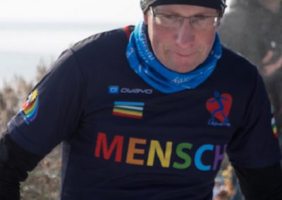 Markus zeigt sein Herz am Steinberger See
