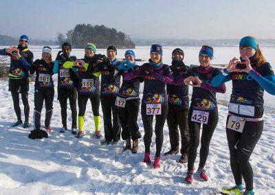 Läufer mit Herz bei der Winterlauf-Challenge am Steinberger See