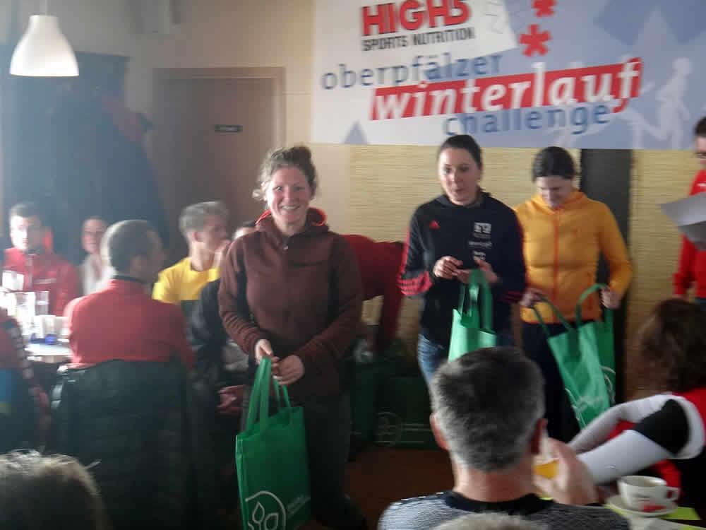 Preisverleihung Winterchallenge-Lauf am Steinberger See Frauen